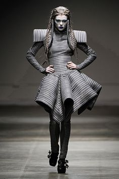 Gareth Pugh Autumn/Winter 2008-9 Ready-To-Wear. The season Pugh sold out / the season buyers loved him.