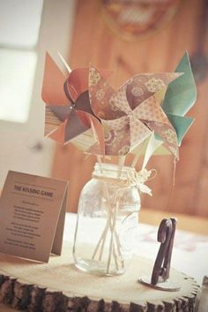 DIY moulin à vent - Ob'scur Vllt - Mason Jar Centerpieces, Wedding Centerpieces, Mason Jars, Wedding Decorations, Outdoor Decorations, Table Decorations, Crafts For Teens, Diy For Kids, Diy And Crafts