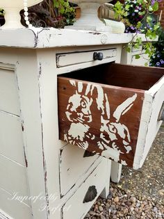 Hidden detailing hare stencil, by Imperfectly Perfect xx Chalk Paint Projects, Diy Furniture Projects, Paint Furniture, Furniture Styles, Refurbishing Furniture, Bedroom Furniture, Shabby Chic Upcycling, Cottage Style Decor, Stencil Designs