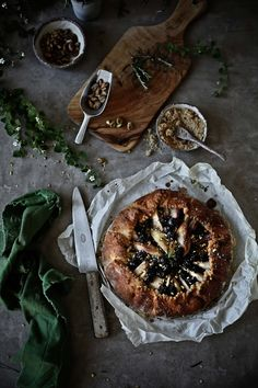 Pratos e Travessas: Galette de peras, mirtilos e alecrim # Pear, blueberry and rosemary galette | Food, photography and stories