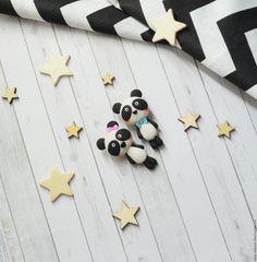 """Купить или заказать Брошь """"Милашка панда"""" в интернет магазине на Ярмарке Мастеров. С доставкой по России и СНГ. Материалы: полимерная глина, фурнитура. Размер: Около 4см"""