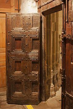 Abbaye Saint Robert de La Chaise Dieu-Vantail de la porte d'entrée