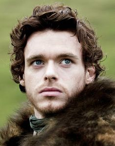 Richard Madden or Robb Stark - Game of Thrones is full of beautiful and talented people George Rr Martin, Richard Madden, Gorgeous Eyes, Beautiful Men, Beautiful People, Jon Snow, Medici Masters Of Florence, Scottish Accent, Game Of Thrones