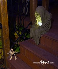 Concrete Lighted Step Spook: 8 Steps (with Pictures) Cement Art, Concrete Crafts, Concrete Art, Concrete Projects, Concrete Garden, Halloween Yard Art, Easy Halloween Crafts, Outdoor Halloween, Halloween Projects