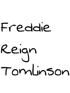 Freddie Reign Tomlinson ♥ Its Hard To See this but Louis is Happy with his son… Love You All, Love Of My Life, My Love, Freddie Reign Tomlinson, Briana Jungwirth, One Direction Harry Styles, Louis Williams, Band Tees, 5 Seconds