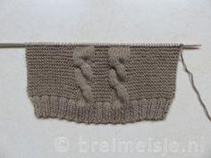 Patroon om een babyvestje te breien | Breimeisje.nl Knitting Socks, Knitted Hats, Ankle High Socks, Foot Warmers, Silk Touch, Crazy Socks, Sock Yarn, Garter Stitch, Knitting Designs