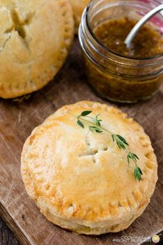 Ham and Brie Breakfast Hand Pies Savoury Pastry Recipe, Pastry Recipes, Pie Recipes, Whole Food Recipes, Cooking Recipes, Savoury Pies, Savory Pie Recipe, Meat Pie Pastry Recipe, Crack Crackers