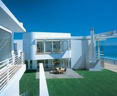 richard meier modern white beach house