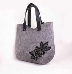 Feltro borsa Shopper infeltrito borsa borsa per signora Rose Felt Purse, Laptop Bag, My Bags, Crafts To Make, Crossbody Bag, Reusable Tote Bags, Backpacks, Shoulder Bag, Handbags