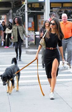 The model has been incorporated into a daily styling perfect proposal for joint party Emily Ratajkowski Style, Emily Ratajkowski Fashion, Celebrity Style Casual, Celebrity Outfits, Casual Street Style, Chic Outfits, Summer Outfits, Fashion Outfits, Denim Skirt Outfits