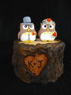 Owl toppers on tree bark wedding cake.