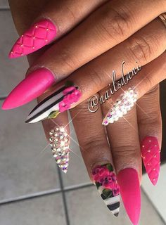 Fuchsia Pink floral rhinestone striped nails but ballerina shape 👌🏻 Sexy Nails, Dope Nails, Fancy Nails, Bling Nails, 3d Nails, Nail Manicure, Pink Stiletto Nails, Nail Swag, Super Cute Nails
