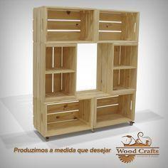 Rack com 6 Caixotes e Rodízios de Gel - Wood Crafts - Crate Furniture, Diy Pallet Furniture, Furniture Storage, Decoration Palette, Diy Home Decor, Room Decor, Home Projects, Wood Crafts, Shelving