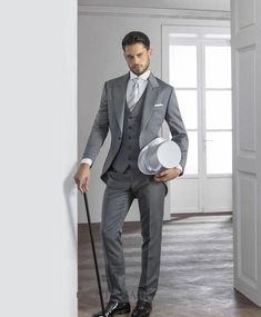 Kuvahaun tulos haulle light grey suit
