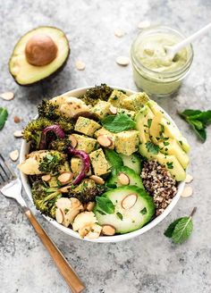 Roasted Veggie Buddha Bowl with Avocado and Creamy Lemon Dressing - this healthy recipe with quinoa is gluten free, vegan and clean eating. A complete meal with protein, fiber, healthy fats, and it is (Spinach Recipes Healthy) Healthy Grains, Healthy Fats, Healthy Eating, Dinner Healthy, Healthy Life, Tofu Recipes, Vegetarian Recipes, Healthy Recipes, Cucumber Recipes