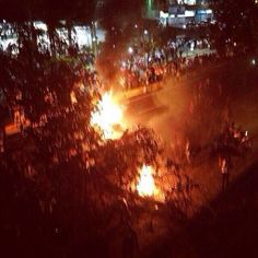 Anonymous Venezuela @AnonymousVene10  15 min Via @GeorginGranadin Situación en San Antonio Recta las minas pic.twitter.com/mmbuR5AeSw