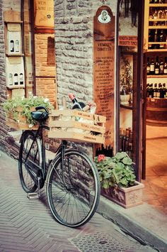 """Shopping in San Gimignano take a trip down the wine road of """"Vernaccia di San Gimignano"""" and discover this amazing white DOCG wine. There are signs along the road that indicate the area is covered by vineyards producing Vernaccia. The sign will say """"Strada del Vino – Vernaccia di San Gimignano"""", if you ride along these roads you'll find cellars that offer their wines – you can taste and buy! Photo Velo, Café Theatre, Beautiful Homes, Beautiful Places, House Beautiful, Beautiful Beautiful, Velo Retro, Emilia Romagna, Tuscan Recipes"""