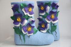 24 марта 2015 Мастер-класс по мокрому валянию Натальи Смольяниновой: Тапочки-шлепки с нарисованными объемными цветами – «Шкатулочка»