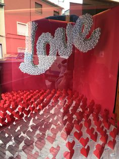 Escaparate, visual merchandising, papiroflexia, love, san valentín, diseño