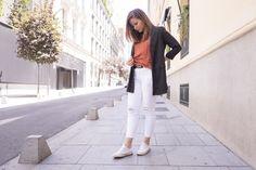 jeans rasgados, vaqueros rotos, jeans blancos, style, moda, blog de moda, fashion, tendencia, zapatillas, maxichaqueta, look del día, outfit