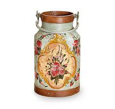 Original Milchkanne als Dekorationsstück, in Oberbayern mit Bauernmalerei verziert – jetzt bei Servus am Marktplatz kaufen.