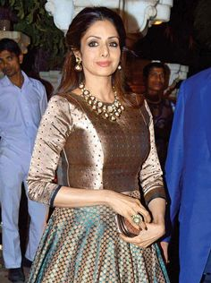 Jav I Sridevi at Anil Kapoor's birthday bash Lehenga Designs, Saree Blouse Designs, Sari Blouse, Indian Attire, Indian Outfits, Indian Wear, Party Kleidung, Lehnga Dress, Indian Gowns Dresses