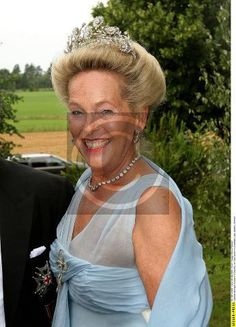 Elisabeth, wearing the floral 'Daisy' tiara of Bavaria, this piece comes apart and can be worn as long brooches. Photo taken 2005