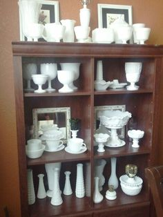 Milk glass collection Coloured Glass, White Dishes, Opaline, Glass Collection, Pyrex, Milk Glass, China Cabinet, Bella, Vintage Items