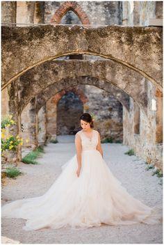 mission san jose bridals, san antonio bridals, san antonio photography, bridal portraits, outdoor bridals, ballgown wedding dress, bridal flower clip, hispanic bride, san antonio wedding