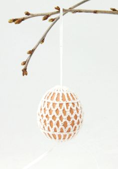 Crocheted easter egg pattern. I'm so doing these! Only simple crochet stitches required (within my skill level!). Love :)