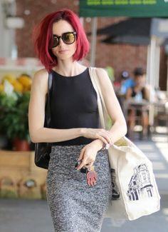 Blog de la Tele: Lily Collins acaricia su cabello porque se ve muy bonito