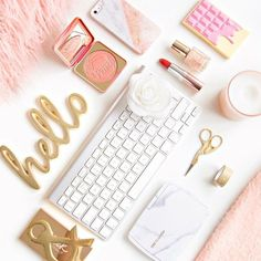 This is how my dream desk would look if I tried to do this to my actual desk at work I would probably be fired Pixel Tuning Shop Estilo Blogger, Blogger Tips, Photo Pour Instagram, Makeup Vanity Lighting, Flat Lay Inspiration, Dream Desk, Flat Lay Photography, Lifestyle Photography, Photography Ideas