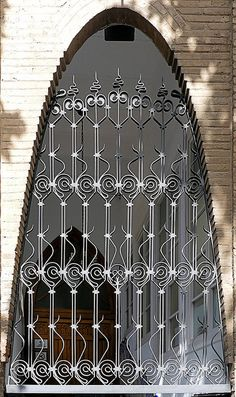 Sabadell - Indústria 09 c1 | von Arnim Schulz Metal Gates, Cool Doors, Art Nouveau Architecture, Garden Doors, Iron Work, Window Boxes, Wrought Iron, Metal Working, Art Deco