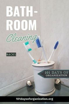 The 18 genius bathroom cleaning hacks that will make cleaning your bathroom so much easier. Read this before you clean your bathroom again! Homemade Cleaning Supplies, Diy Home Cleaning, Floor Cleaning, Cleaning Recipes, House Cleaning Tips, Diy Cleaning Products, Clean Shower Grout, Homemade Bathroom Cleaner, Cleaning Bathroom Tiles