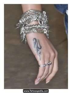 Tribal Tattoo Designs For Women : Unique Tribal Tattoos For Girls Designs On Hand Tribal Tattoo Designs, Tribal Hand Tattoos, Tattoo Design For Hand, Tattoo Designs For Girls, Small Tattoo Designs, Armband Tattoos, Wrist Tattoos, Finger Tattoos, Sexy Tattoos