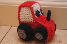 begyndmeddesserten: Lille hæklet traktor - opskrift Crochet Baby Toys, Crochet For Kids, Crochet Animals, Free Crochet, Knit Crochet, Amigurumi Free, Amigurumi Patterns, Crochet Patterns, Patron Crochet