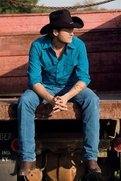 Blake Shelton is awesome singer and song writer. Love his music.