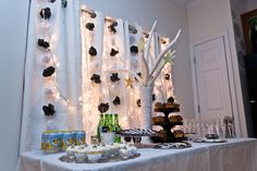 black and white party table
