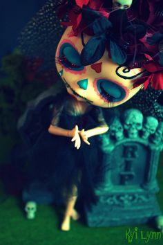 Frida Muerta Dulce Blythe by Kay Kay Day Of Dead, Day Of The Dead Skull, Chicano, Digital Art Fantasy, Daddy, Gothic Dolls, Cute Dolls, Pretty Dolls, Monster High Dolls