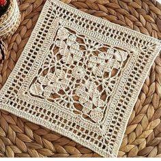 How to Crochet a Solid Granny Square Crochet Doily Diagram, Crochet Motif Patterns, Granny Square Crochet Pattern, Crochet Blocks, Crochet Squares, Crochet Doilies, Knitting Patterns, Crochet Granny, Double Crochet