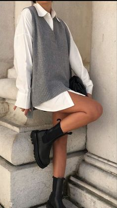Winter Fits, Cute Outfits, Skirt Outfits, Casual Outfits, School Fashion, Fashion 2020, Fashion Trends, Parisian Chic, Autumn Fashion