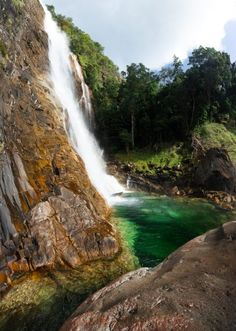 West Mulgrave Falls - FNQ's Best-Kept Secret - Cairns Hiking Guide – We Seek Travel Blog Hiking Guide, Best Kept Secret, Photography Accessories, Best Budget, Cairns, Bouldering, Waterfall, National Parks