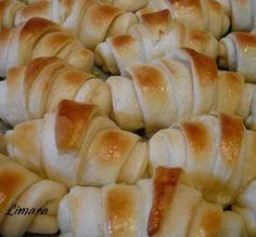 Limara péksége: Lala kifli Hungarian Recipes, Hungarian Food, Ciabatta, Bread Rolls, Nom Nom, Cake Recipes, Bakery, Cheese, Meat