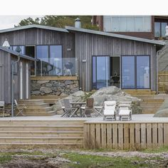 VILLA M - Scandinavian - Terrace - Gothenburg - by Gestalt Arkitektur Cabana, Summer Cabins, Villa, Porch Steps, Small Cottages, Weekend House, Patio, Beautiful Buildings, Outdoor Spaces