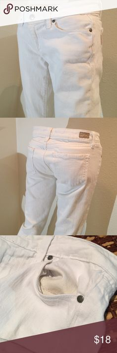 """Paige skinny white jeans sz 27 Paige """"skyline"""" white skinny jeans. Good shape; worn a few times, but have tons of life to give. Notice inside of one pocket is dingy. This can't be seen when worn; want to disclose. Been washed so this is permanent. Other then that, you're good to go with no other stains. No rips. 99% cotton 1% spandex. Inseam measures 30.5 inches. Bundling is fun; check out my other items! No price talk in comments. No trades or holds. Paige Jeans Jeans Skinny"""