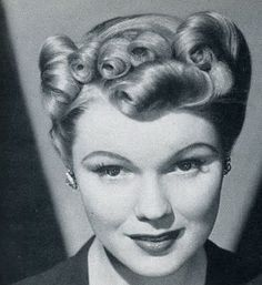 Front Pin Curls Styles Are Coming Back Rapunzel Updos Hairdos Victory
