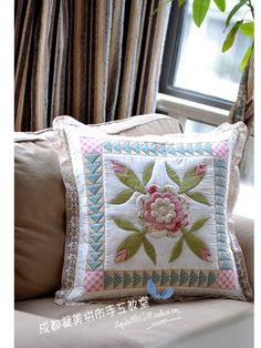 stunningly gorgeous, and a fabulous way to try difficult applique quilting Applique Cushions, Sewing Pillows, Diy Pillows, Applique Quilts, Custom Pillows, Decorative Pillows, Throw Pillows, Patchwork Pillow, Quilted Pillow