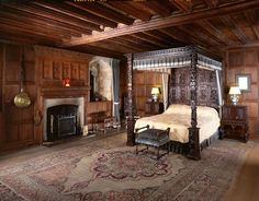 Home of Anne Boleyn. Henry VIII's Bedroom when he visited the Boleyns., Hever Castle, Edenbridge, Kent (given to Anne of Cleves, wife of Henry VIII after their annulment) Dinastia Tudor, Tudor House, Tudor Style, Anne Boleyn, Anne Of Cleves, Estilo Tudor, Tudor History, British History, Asian History