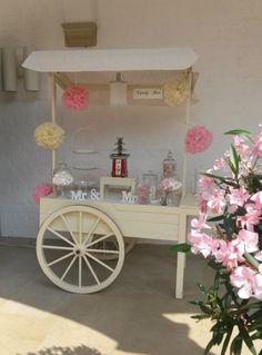 Zart in Creme und Rosa, versüßt mit einem Schokobrunnen. Candy Cart, Ladies Day, Creme, Beach House, Bar, Fruit, Home Decor, Pink, Projects