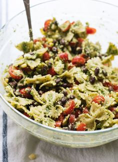 Healthy summer pasta salad with tomatoes, corn, black beans and a bold herbed pesto - cookieandkate.com